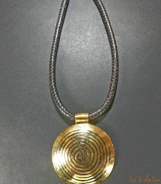 Collier africain avec pendentif laiton