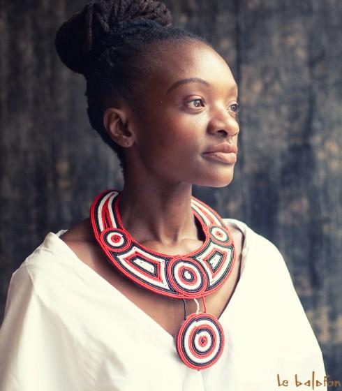 collier plastron africain