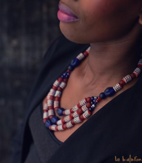 Collier africain plastron en perles colorées